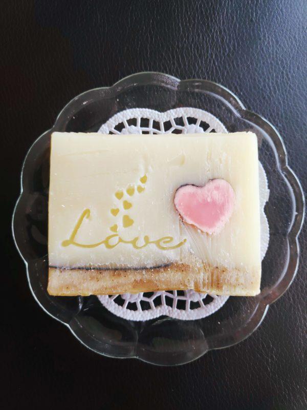 Love-Seife mit Traubenkernöl vegane Naturseife